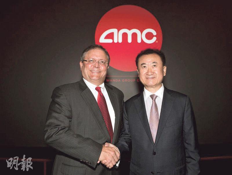 萬達近年於海外大舉併購戲院,擴張文化娛樂業務,其中包括於2012年斥資約203億元收購全球最大連鎖院線美國AMC院線。圖右為萬達集團董事長王健林。(資料圖片)