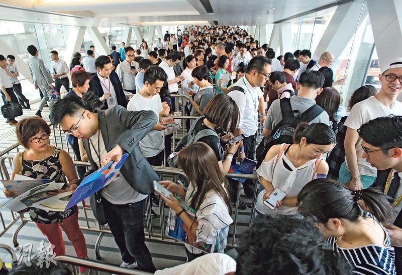 晉海首日收1300票 超購5倍  人龍由創紀之城排至觀塘道 隨時加推