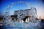 【哈爾濱國際組合冰雕賽】三等獎作品:蒙古烏蘭巴托隊的《柔術之美》(新華社)