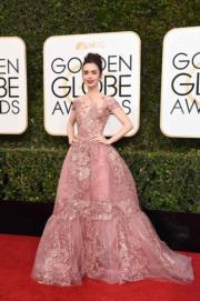 穿著Zuhair Murad的莉莉哥連斯(Lily Collins),自言像個荷李活公主。