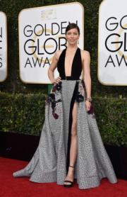 謝茜嘉貝兒(Jessica Biel)陪伴獲提名的丈夫Justin Timberlake出席頒獎禮,身穿Elie Saab高衩deep V裙的她,更大獲好評。