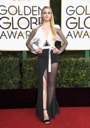 《權力遊戲》蘇菲端納(Sophie Turner)穿著Louis Vuitton高衩裙襯Forevermark鑽飾。