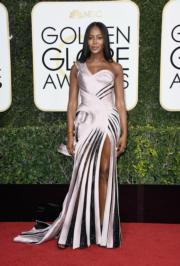 名模娜奧美金寶(Naomi Campbell)擔任頒獎嘉賓,多年來身材如一的她選擇了Atelier Versace作為戰衣。