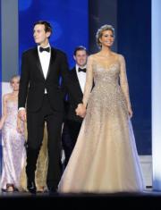 伊萬卡與丈夫庫什納(Jared Kushner)出席特朗普的就職舞會。(法新社)