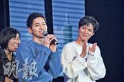 朴寶劍(右)說宋仲基有獨特魅力,兩人變熟後,受到他很多照顧,所以非常感謝。