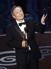 李安憑《斷背山》首奪奧斯卡最佳導演獎,可惜當年大熱的《斷》片,在最佳電影爆冷輸給《撞車》,其後李安憑《少年Pi的奇幻漂流》再奪金像最佳導演殊榮。