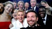 2014年,同志名嘴愛倫狄珍妮絲主持奧斯卡,緊貼潮流搞新意思,跟場內巨星包括畢彼特、安祖蓮娜祖莉、茱莉亞羅拔絲、畢利谷巴、梅麗史翠普、珍妮花羅倫斯等世紀selfie,結果照片成為當年歷來最多人轉發的照片。