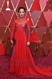 憑Loving角逐最佳女主角的露芙尼加穿著Valentino。(法新社)