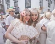 西班牙加那利群島的拉帕爾馬(La Palma)的「Los Indianos」狂歡節,上演爽身粉大戰。(法新社)