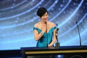最佳女主角惠英紅上台領獎時憶亡母令人動容。