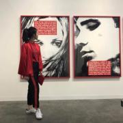 潮女沈月最喜歡觀賞藝術展覽。