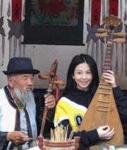 學彈琵琶變身氣質美女。