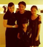 李連杰與太太利智及兩個女兒,是圈中出名的模範家庭。