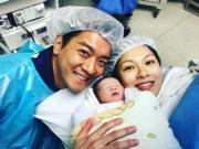黎諾懿與太太李潔瑩開心迎家庭新成員。