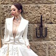 王君馨婚紗照勁曬事業線