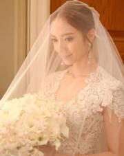 王君馨是否在想著自己成為人妻之後的甜蜜日子?