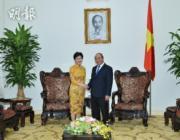 林鄭月娥(左)(資料圖片)