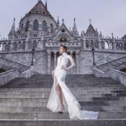 君馨喜歡這白色高領開叉裙感覺似 Sailor Moon。