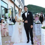 Grace的美國婚禮也是穿這裙子,香港婚禮則加了一層紗裙。