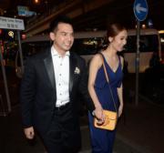 婚宴後一對新人跟朋友到銅鑼灣after-party繼續開心。