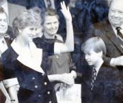 戴安娜(左)偕威廉王子觀看溫布頓網球賽的女單決賽。(法新社資料圖片)