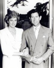 戴安娜(左)與查理斯(右)(黑白資料圖片)