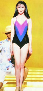 1983年港姐泳裝添色彩,圖為亞軍兼最上鏡小姐張曼玉。(資料圖片)
