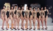 1990年港姐三甲袁詠儀、翁杏蘭與梁小冰,綵排時穿豹紋泳裝好野性呢! (資料圖片)