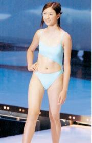 2000年港姐的泳裝設計有點嚇人,圖為奪完美肌膚獎的陳思齊(前名陳凱怡)。 (資料圖片)