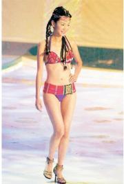 2001年港姐泳裝似紅番裝,圖為冠軍楊思琦。 (資料圖片)