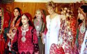 戴安娜(右三)到訪巴基斯坦。(法新社資料圖片)