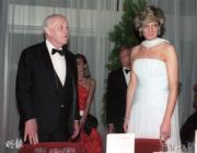1987年的戴安娜(右)(法新社資料圖片)