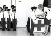 1989年11月8日,戴安娜(右)訪問紅十字會港島總部。(黑白資料圖片)
