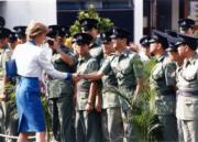 1989年11月9日,戴安娜(左)參觀警察訓練學校。(資料圖片)