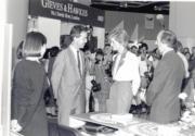 1989年11月9日,戴安娜(右二)在香港會議展覽中心出席「英國在香港」展覽。(黑白資料圖片)