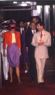 1989年,戴安娜(左)(資料圖片)