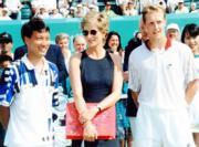 1995年4月,網球名將張德培(左)和戴安娜(中)(資料圖片)