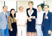 1995年4月,戴安娜(左四)(資料圖片)