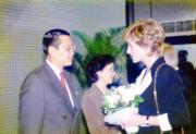 1995年4月,戴安娜(右)訪問東區尤德夫人那打素醫院。(資料圖片)