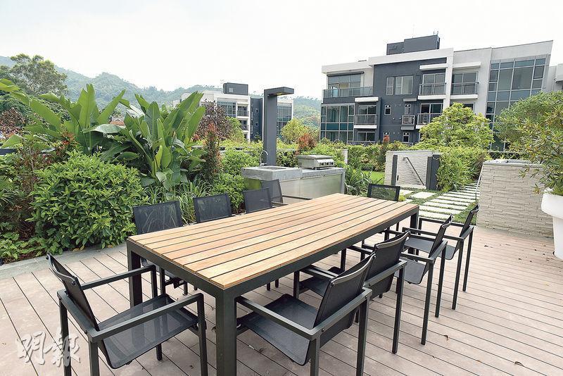 戶外空間充足,屋苑起居環境清靜舒適,適合三五知己閒聊及聚會。