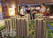 滬、深交易所表示,近年內房企業發債規模增幅明顯,今年首7個月,房地產企業發債規模較去年全年已高出逾1000億元,增幅達23%。(中新社)