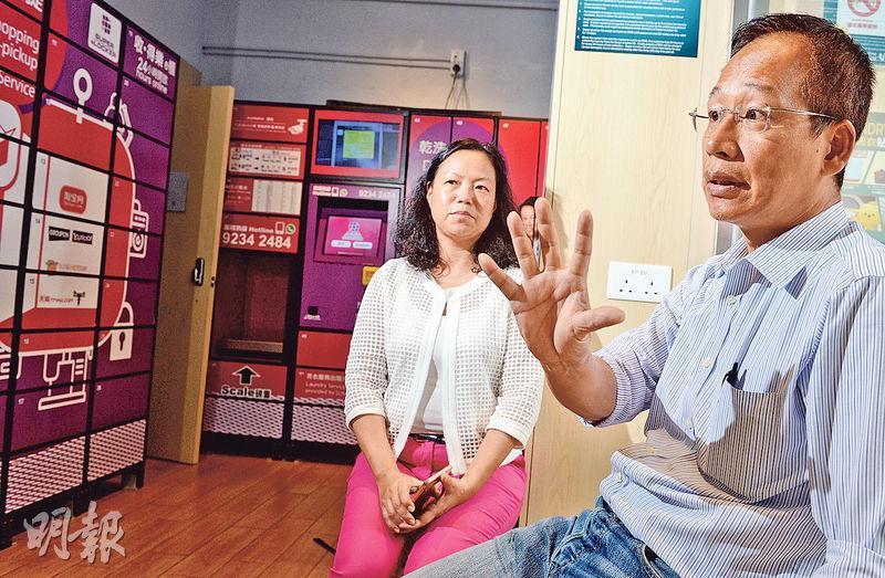 陽光洗衣便利店有限公司創辦人黃達強(右)表示,香港的居住空間問題突出,很多新樓盤實際上已不設廚房,這將會令更多人光顧洗衣店。左為集團總監江麗萍。