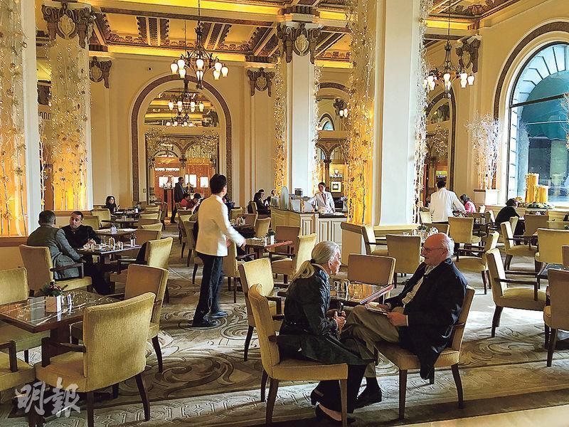 目前於「炒散王」登招聘廣告的僱主主要屬於餐飲業,不少著名酒店亦有使用,黃家俊認為,年輕人傾向於大品牌公司工作,除了名牌效應,亦對大公司準時發放薪金較有信心。圖為香港一家酒店。(資料圖片)
