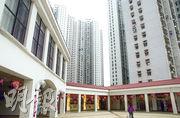屯門兆麟苑(圖)六按未補價銀主盤,屬3房間隔,以低於市價三成售出,成交價231萬元。(資料圖片)
