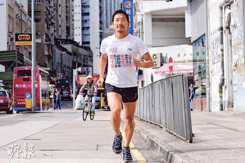 Andes表示,他偶爾會直接從家裏跑步回公司上班,大概需1小時左右;如果工作不算太繁忙,他亦會與公司同事結伴到樓下跑步,十分健康。(馮凱鍵攝)