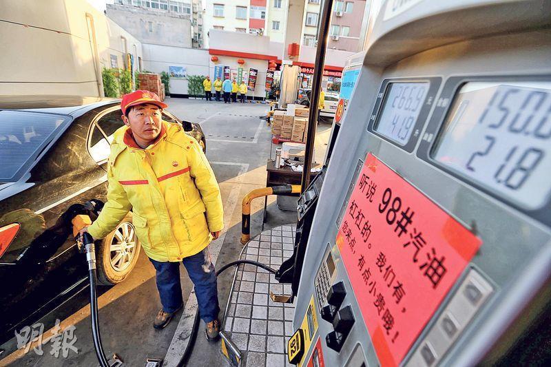 油價上升,油股在2016年「鹹魚翻生」,油服股亦由低位強勢反彈。(中新社)