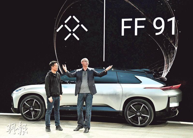 樂視旗下電動車品牌Faraday Future在推特上宣布,其首款電動車FF91推出不足36小時接獲全球6.4萬筆訂單;惟有內地媒體質疑其真確性。左為樂視創始人賈躍亭。(資料圖片)