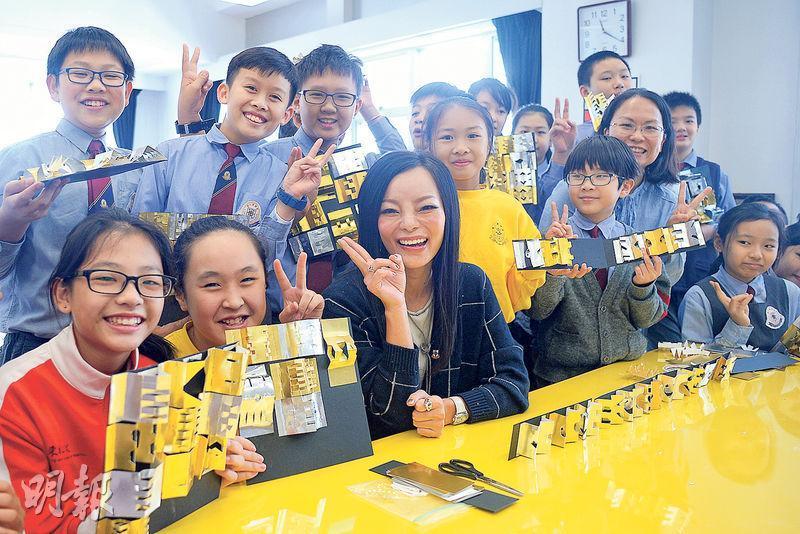 東華三院董事局主席馬陳家歡(中)表示,去年成立「東華三院學生全方位發展基金」為表現出色學生提供獎學金或經濟援助,希望家境清貧的學生可免卻經濟壓力,參加國際考試及比賽等。