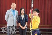 東華三院李賜豪小學校長黃偉興(左)表示,學校除了着重學術學習外,亦透過不同課外活動發展同學潛能,其中射藝成績十分出色。
