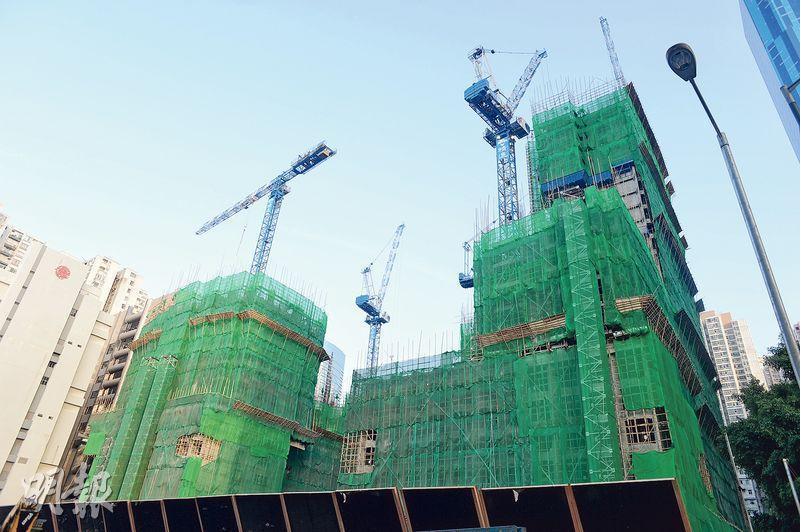 長實油街豪宅項目命名為維港頌,項目除378個住宅單位外,亦有一幢酒店;樓盤之前已批出預售,料農曆年後推出。(鍾林枝攝)